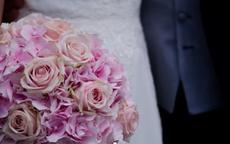 拍结婚照必须穿白衬衫吗