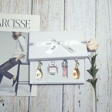 订婚礼盒里面装什么东西