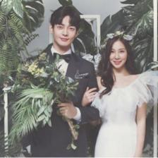 拍韩式唯美婚纱照穿什么