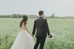 订婚可以穿平常衣服吗