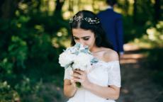 新娘头饰是自己买还是化妆师准备