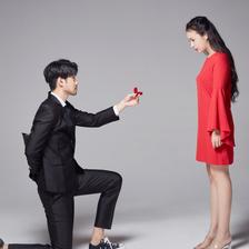求婚怎么跪 求婚单膝下跪正确姿势(图解)