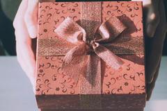 姐姐订婚送什么礼物