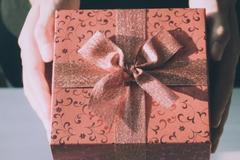 夫妻银婚送什么礼物