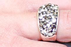 结婚戒指带哪只手