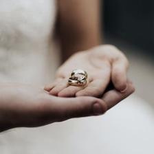 订婚和彩礼给两次钱吗