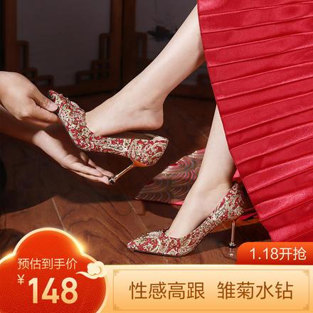 90后新娘最爱  酷+性感 修饰脚型的铆钉婚鞋细高跟鞋
