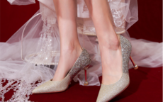 拍婚纱照穿什么颜色的高跟鞋