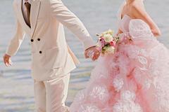 粉色婚纱的寓意是什么 结婚穿粉色婚纱代表什么