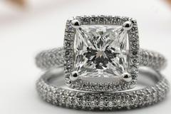 求婚戒指要比结婚戒指贵吗