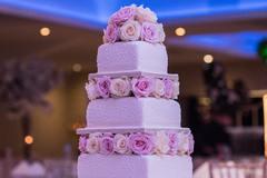 订婚蛋糕第一口给谁吃