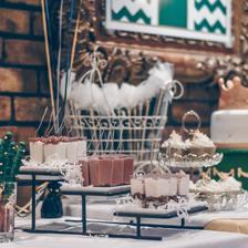 浪漫订婚蛋糕图片  2021最新流行订婚蛋糕种类