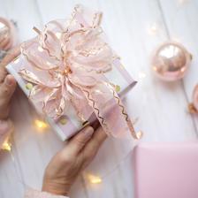 参加朋友订婚宴送什么礼物