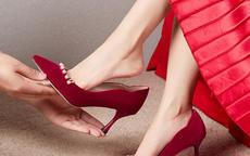 结婚提鞋子一般是谁提 给新娘提鞋有啥讲究