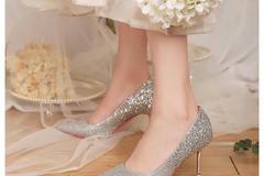 结婚下车给新娘换鞋是谁 下车换鞋有什么讲究