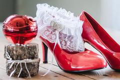 新娘上车前穿的是什么鞋